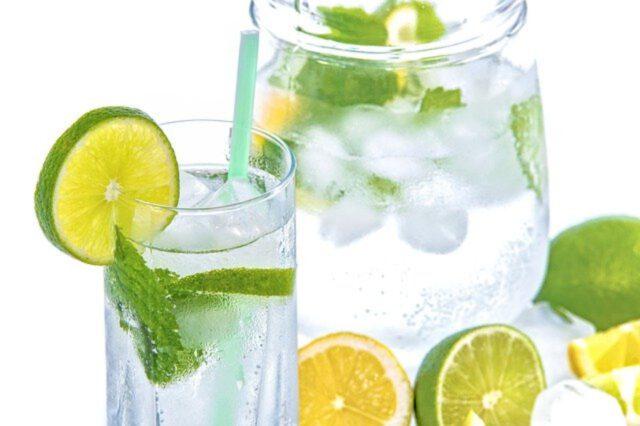 Picie wody – w czym pomaga?